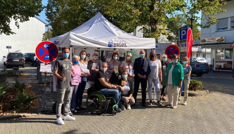 Info-Stand des Netzwerks und der Initiativen in Brühl zum Welt-Alzheimertag